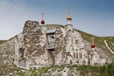 Скальный храм в селе Костомарово