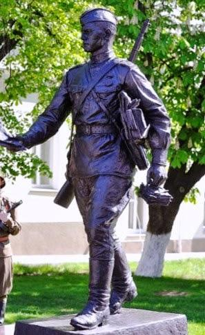 Фронтовому почтальону памятник, Воронеж